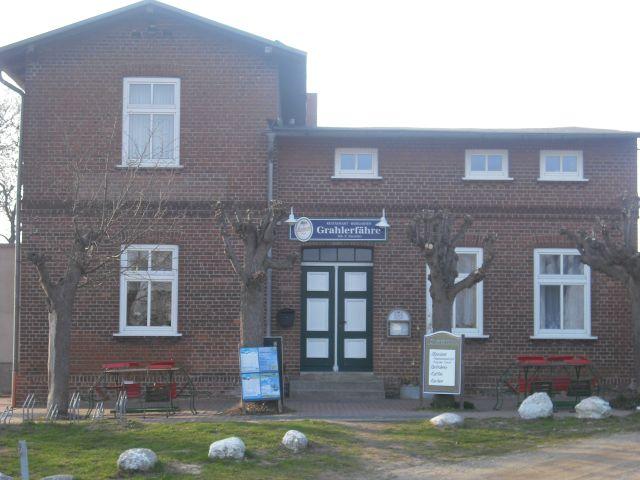 Gasthaus Grahler Fähre mit anliegenden Ferienwohnungen